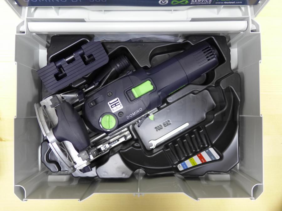 Базовый комплект пазово-дюбельного фрезера Фестул Домино с фрезой 5 мм позволяет изготавливать неразборные соединения