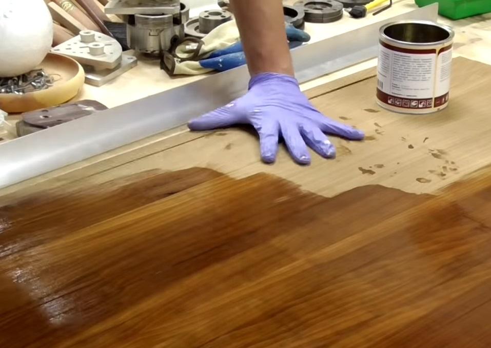 позволяет получить прозрачное финишное покрытие с натуральным эффектом на кухонных поверхностях и мебели