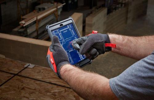 Вставка из этого материала на указательном пальце позволяет работать с сенсорными экранами не снимая перчаток