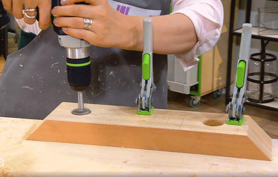 В программе НТВ «Мальцева» от 24 сентября 2018 года в изготовлении Вазы стеклянной на деревянном каркасе использовался инструменты FESTOOL.