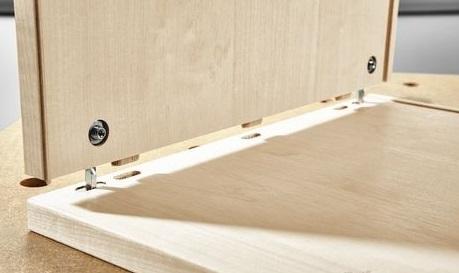 Соединение плит: как неразборное с помощью шкантов, так и разборное с помощью стяжек.