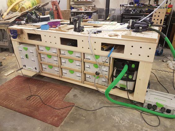 Многофункциональный рабочий стол из фанеры