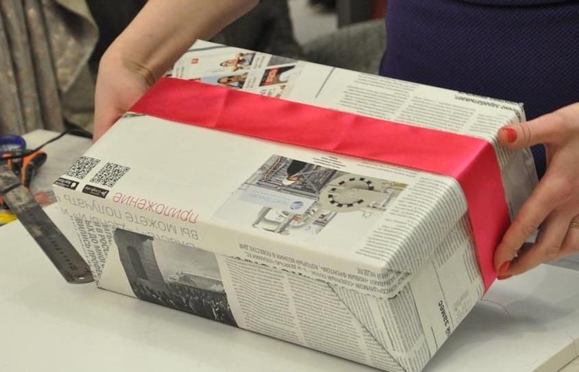 упаковать подарок 23 февраля мужчине в газету