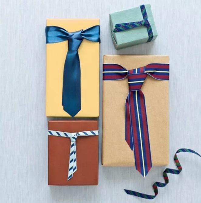 Можно выбрать галстук,ремень подтяжки для украшения подарка