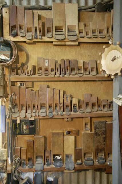 японский вариант размещения столярных инструментов