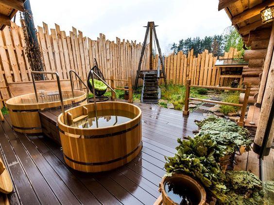 русская баня и уличная купель с подогревом и отдельно с холодной водой