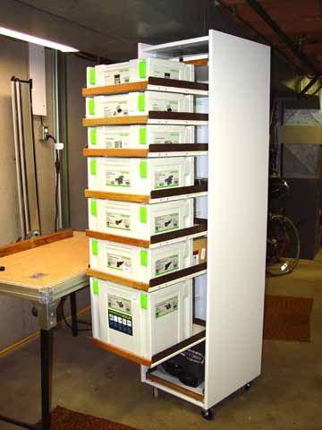 В качестве выдвижных полок для систейнеров можно использовать как фестуловские полки, так и самодельные.