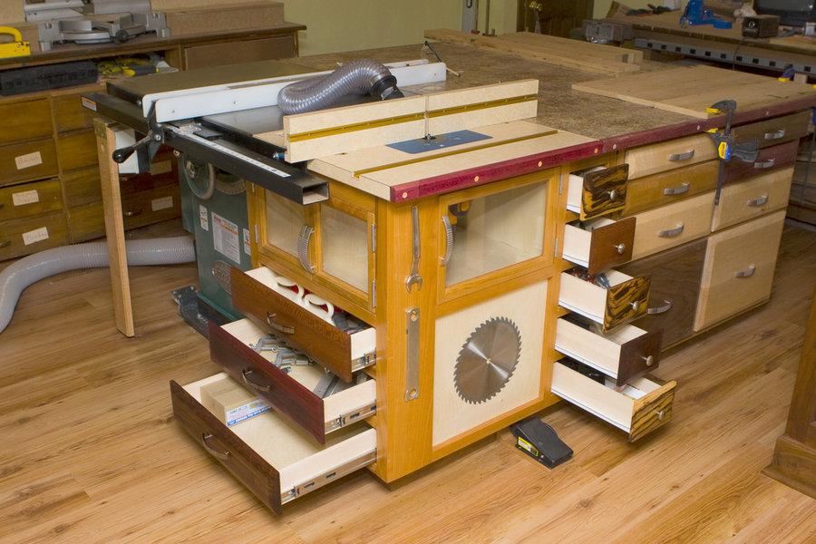 Фрезерный стол многофункциональным  совмещенным с верстаком  и стационарной пилой