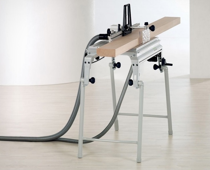 Особое место среди мобильных столов занимает фрезерный стол Festool с универсальной съемной пластиной и креплением под любой фрезер Festool.