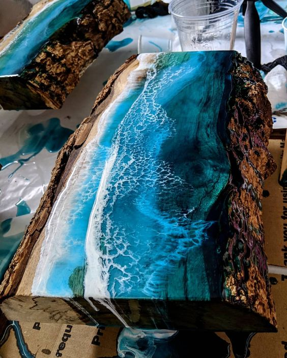 изготовления изделий 2020 из слебов: художественное рисование эпоксидной смолой разных цветов