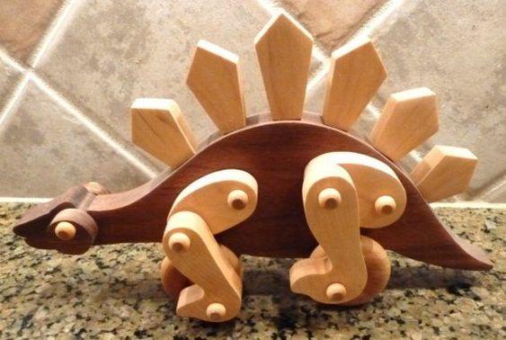 Механические игрушки с двигающимися частями вызывают у детей восторг