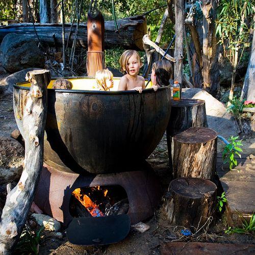 В разных странах парилка в водяной бочке, чане, ванной имеет свои решения и на самом деле очень распространена