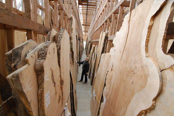 На фото склад слэбов готовых к продаже