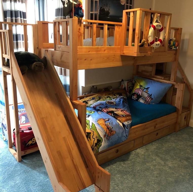 Сын Себастьяна с нетерпением ждал полностью разборную кровать, которую можно разобрать или собрать в течение получаса
