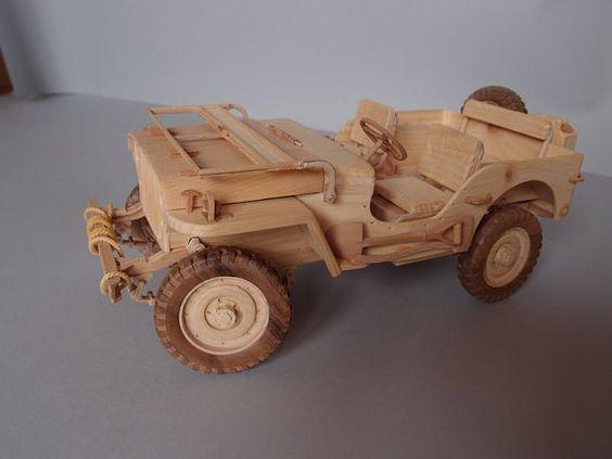 объемные игрушки - практически стендовые модели настоящих видов техники: машин, паровозов, кораблей, самолетов - с высоким уровнем детализации