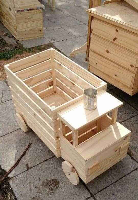 Самые простые игрушки из дерева изготавливают из плоских элементов: досочек, реечек, фанеры