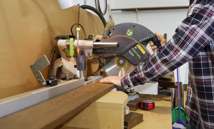 фото процесса ручного изготовления деревянного комода для вина