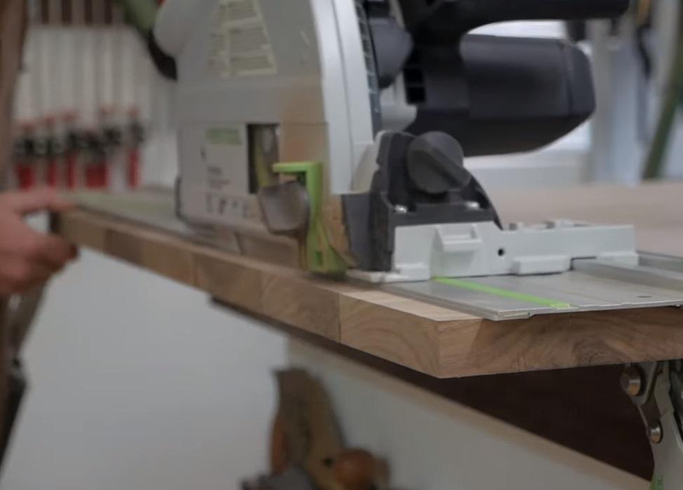 Погружная пила Фестул ТС 55 Festool TS 55   в комбинации с шиной - направляющей позволяет выполнять точные пропилы без сколов в материале
